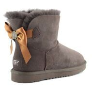 UGG Mini Bailey Bow Medallion Chocolate